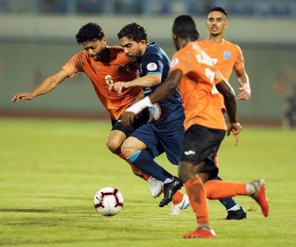 فراس الخطيب يهدي السالمية صدارة الدوري الكويتي لكرة القدم